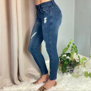 Denim - NWOT Skinny Distressed denim pants jeans w spandex
